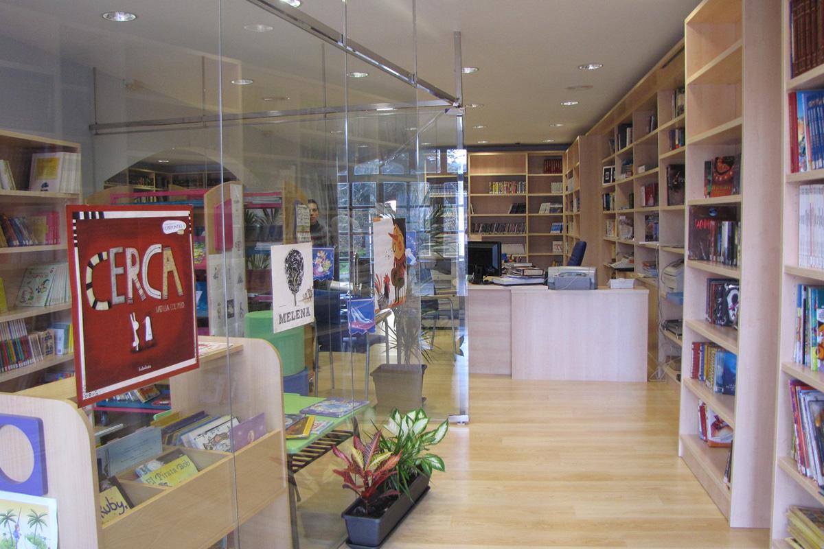 Imagen entrada de la biblioteca municipal