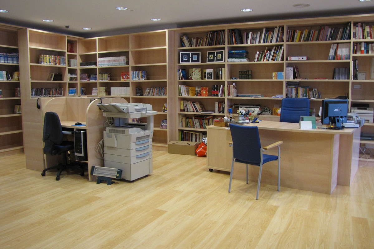 Imagen interior de la biblioteca municipal