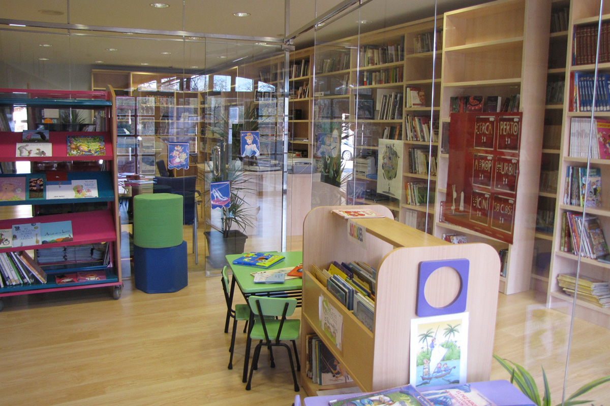 Imagen zona infantil de la biblioteca municipal
