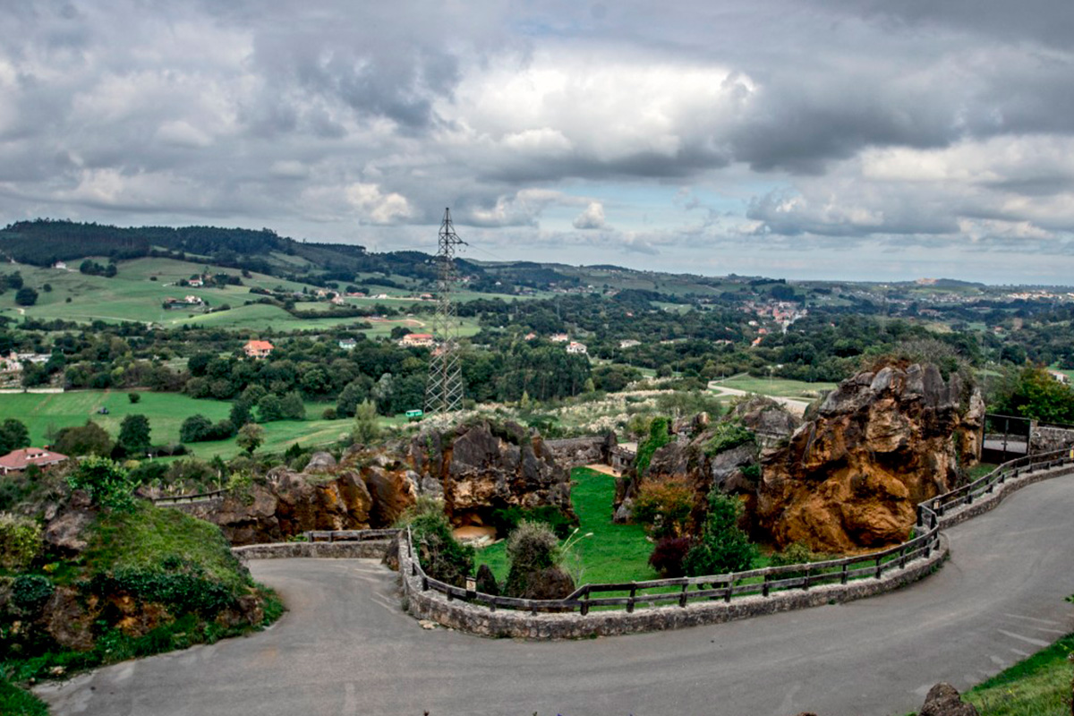 Imagen de carretera en Cabárceno