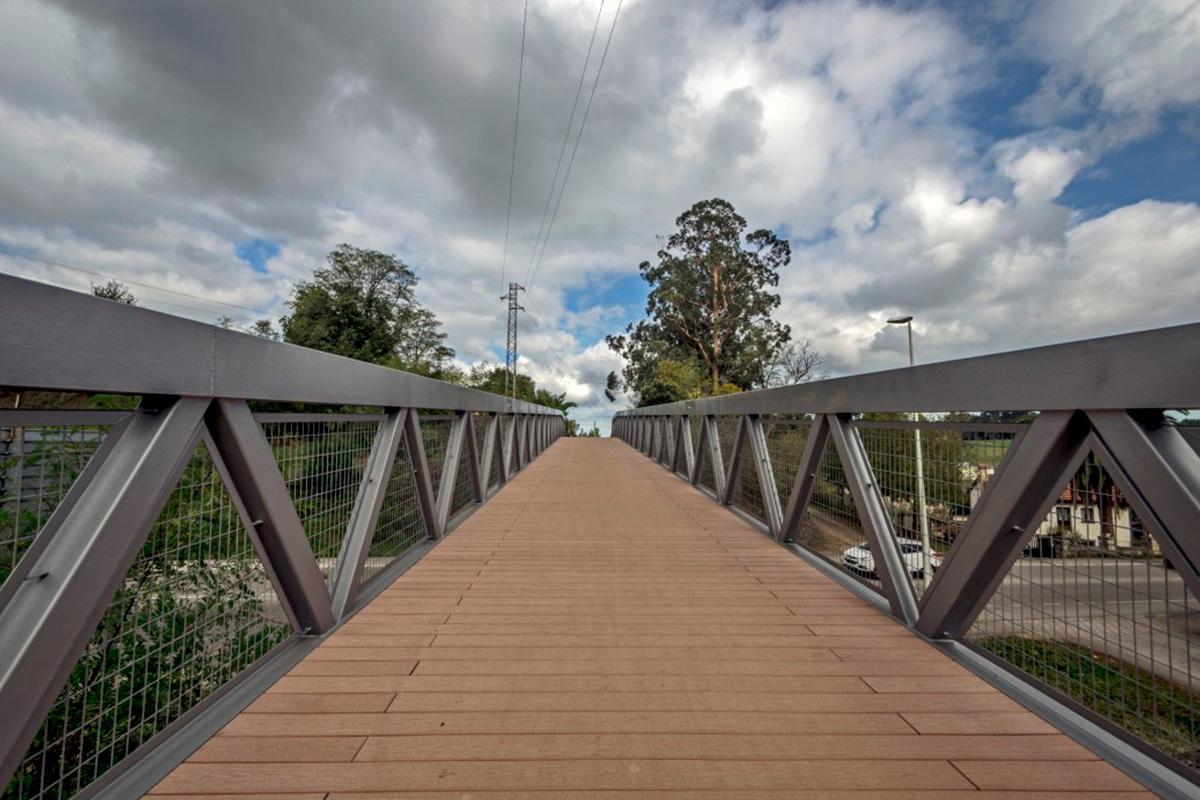 Imagen puente sobre carretera