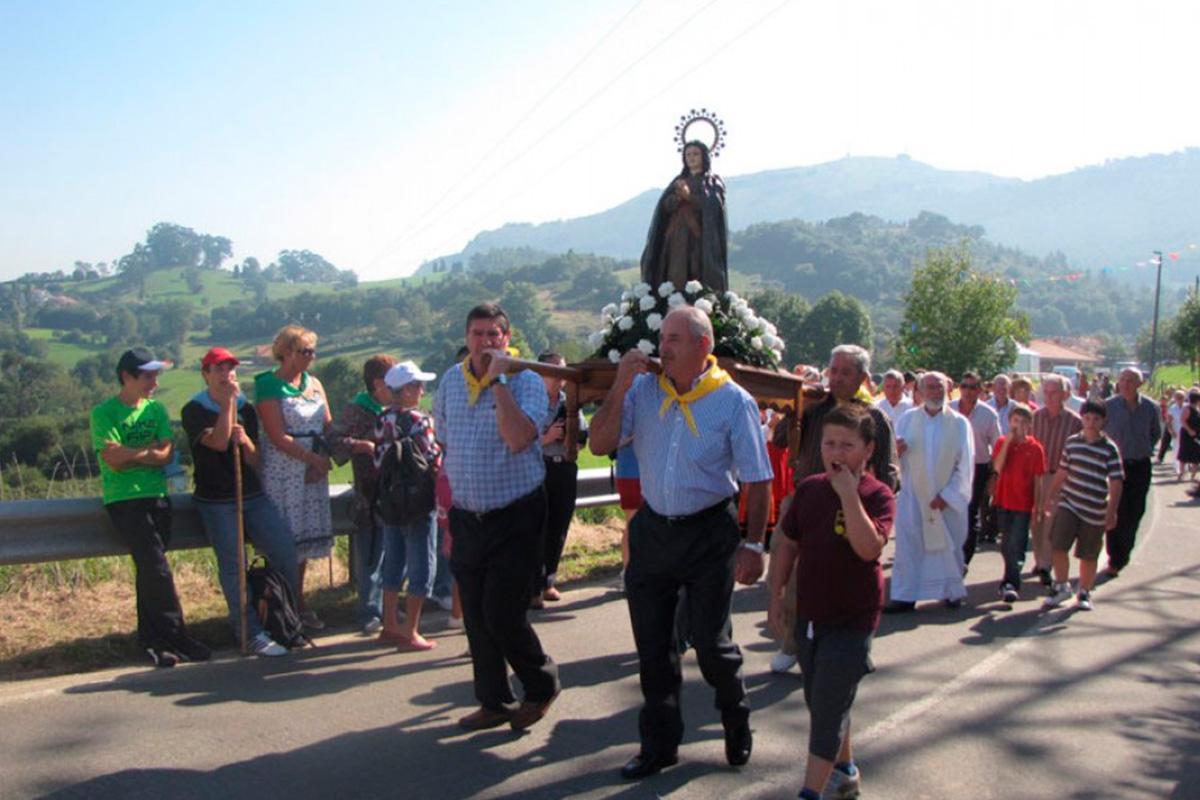 Imagen procesión en Villaescusa