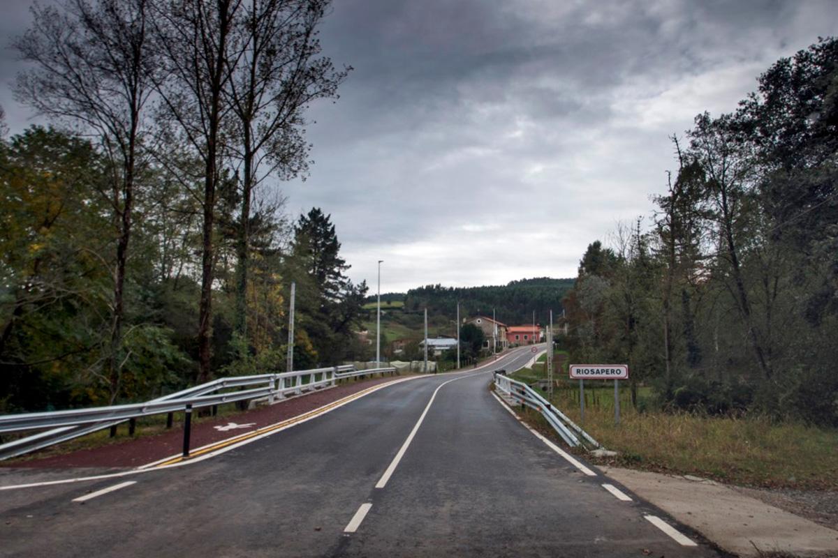 Imagen carretera a la entrada de Riosapero
